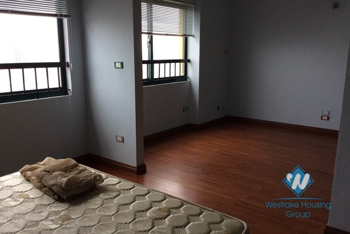 Furnished 3 bedroom apartment for rent in Nguyen Chi Thanh, Dong Da district