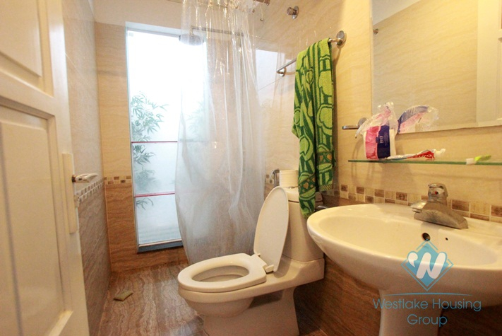 02 bedrooms and lake view apartment for rent in Nhat Chieu, Tay Ho, Hanoi
