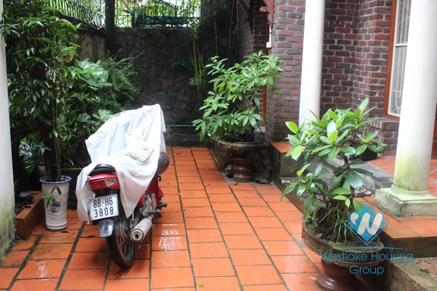 Three-bedroom house for rent in West Lake
