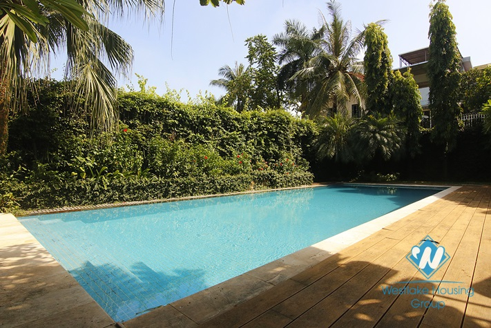 Huge villa with swimming pool for rent