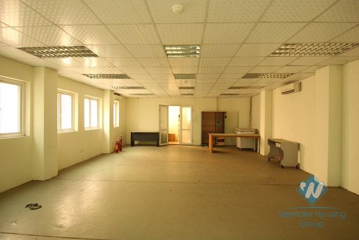 80 sqm office for rent in Ba Dinh district, Ha Noi