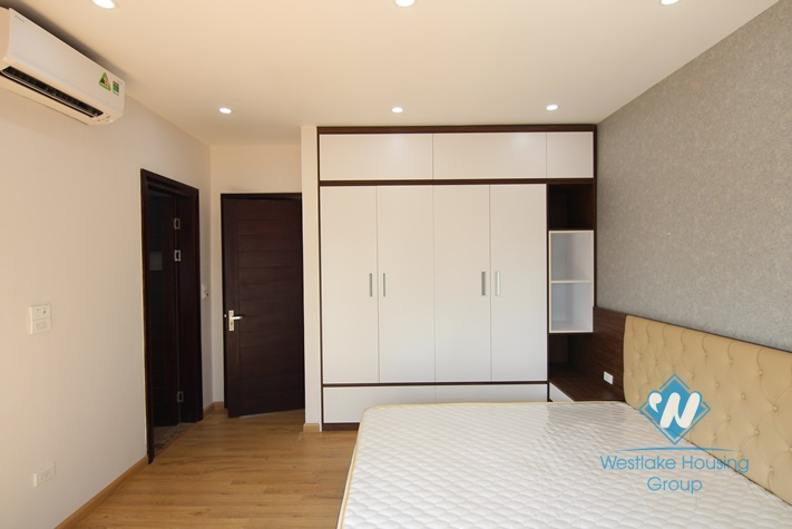Spacious 1 bedroom aparment with lakeview for rent in Tay Ho area.