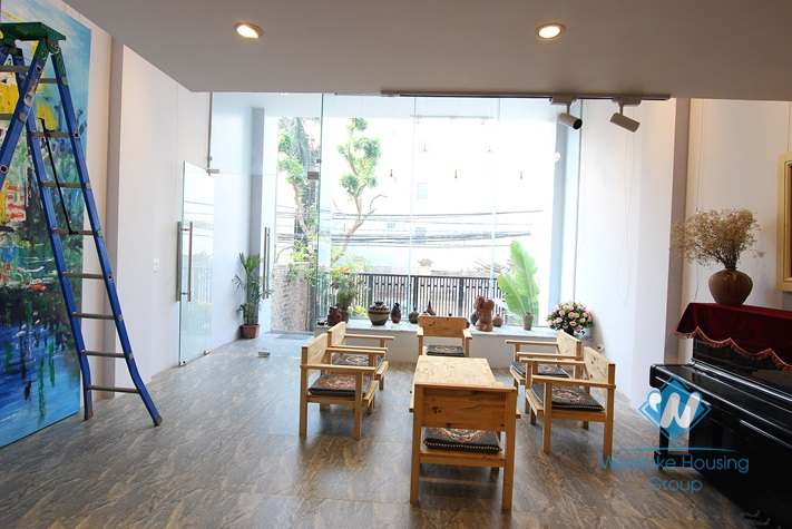 An office or make the restaurant for rent in Tay Ho area.