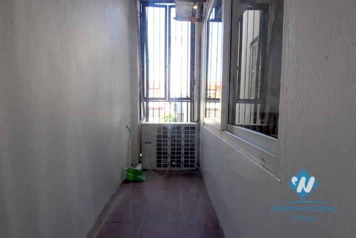 Lake view apartment available for rent in Quang An street, Tay Ho, Hanoi