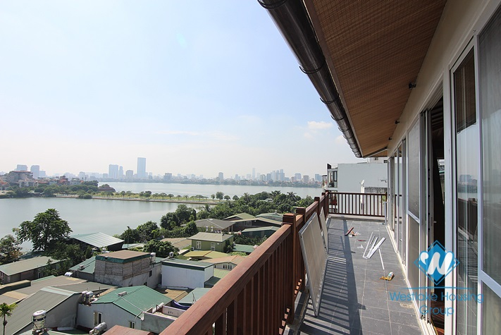 Penthouse apartment in Dang Thai Mai st for rent