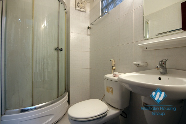 Cheap price house with 4 bedrooms for rent in Tay Ho.