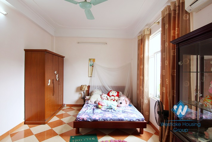 Affordable price house with 3 bedrooms in Au Co st, Tay Ho area.