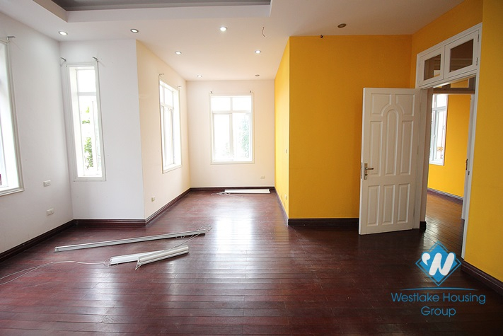 A beautiful house with lake view for rent in Tay Ho, Ha Noi