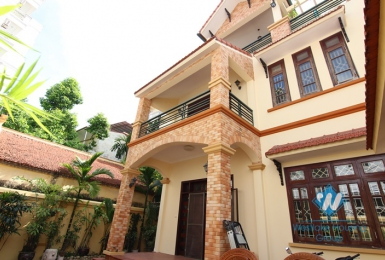 Lovely house with courtyard for rent in Tay Ho