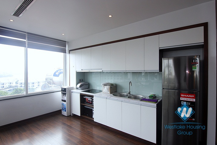 An elegant apartment on top floor for rent on Tu Hoa street