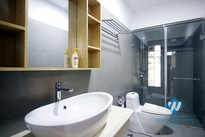 A delightful 2 bedroom apartment for rent on Yen Phu street