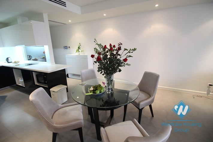Natural light and modern apartment for rent in Watermark, Tay Ho, Ha Noi