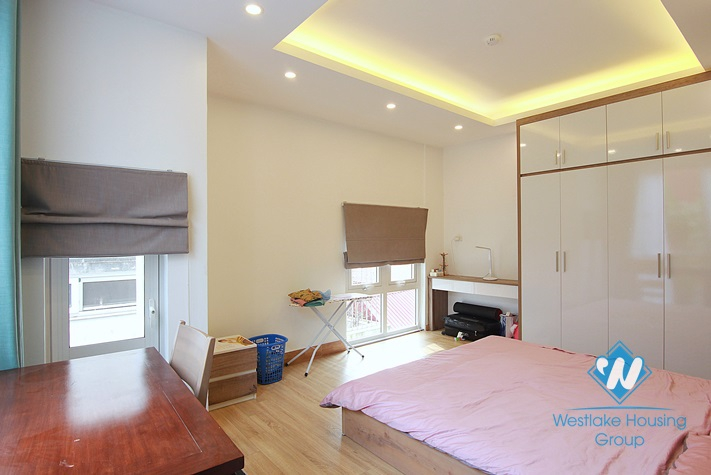 Brand new 02 bedrooms for rent in Xuan dieu st, Tay Ho District