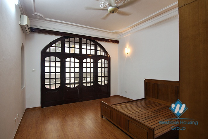 Cosy house with courtyard for rent in Tay Ho, Ha Noi