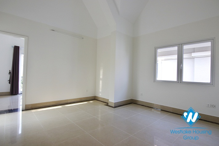 Modern and bright villa with garden for rent in Vinhomes Riverside, Long Bien, Hanoi