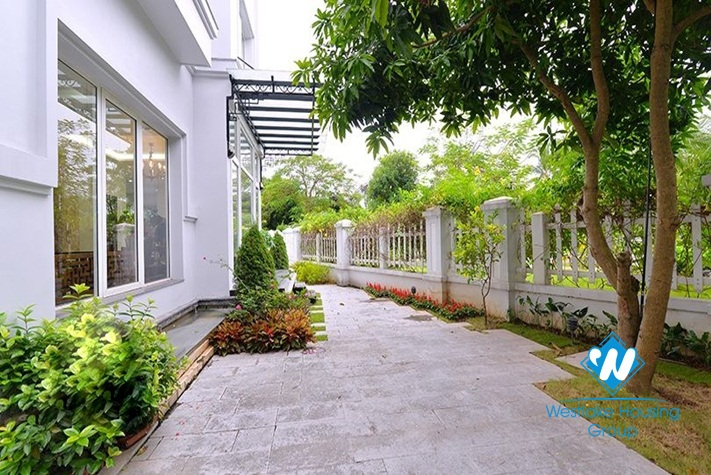 Bright corner house to rent in Hoa Phuong area Vinhomes Riverside