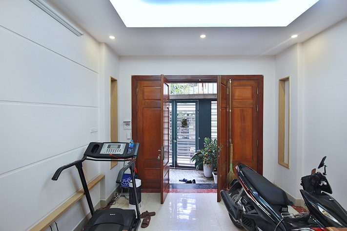 A nicely house for rent in Lac Long Quan street, Tay Ho