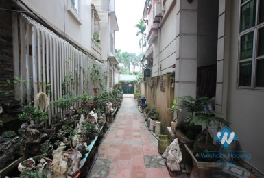 Cheap house renting near a lane 111 Xuan Dieu, Tay Ho, Ha Noi