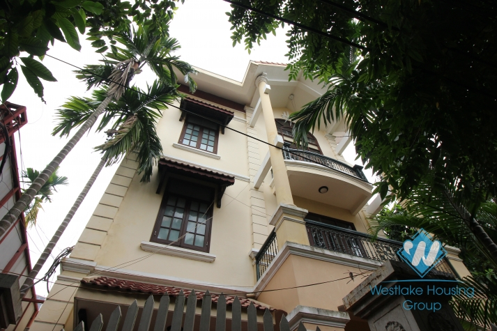A chaming house with 6 bedrooms, for rent in Tay Ho area