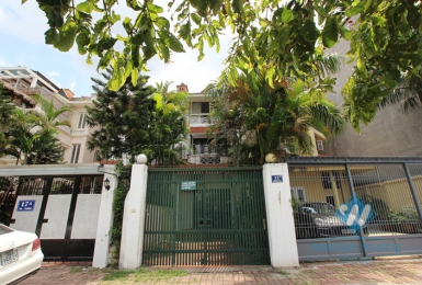 Lake view house for rent in Nghi Tam village, Tay Ho district, Hanoi