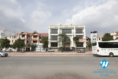 Spacious showroom/office for rent on Co Linh street, Long Bien, Hanoi