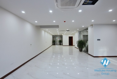 A spacious commercial space on Au Co street, Tay Ho