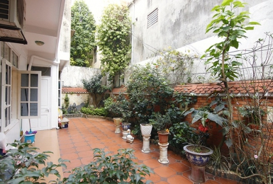 A private pretty 3 bedroom house for rent on Thuy Khue street
