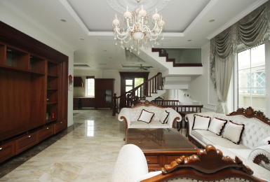 Green villa for rent in Vinhomes Riverside, Long Bien District, Hanoi.