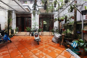 Cheap 4 bedrooms house with big yard for rent in Tay Ho district, Hanoi.