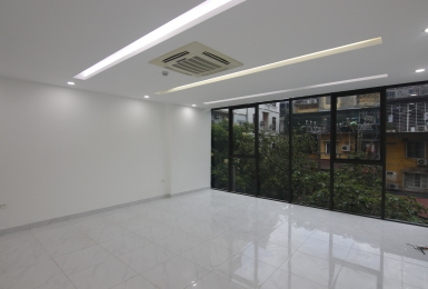 Office for rent on Kim Ma Thuong Street