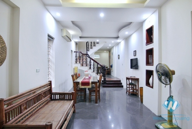 A good deal for 3 bedroom  house in Xuan dieu, Tay ho, Ha noi
