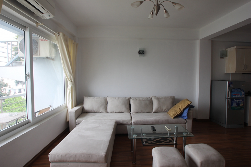 Lake view one bedroom apartment for rent on Au Co street, Tay Ho, Hanoi
