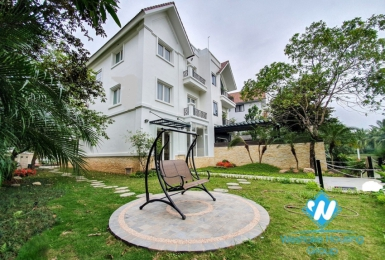 Garden villa for rent in Vinhome Riverside.