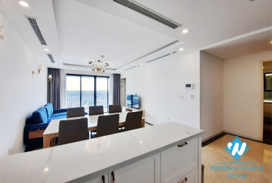 Modern 3 bedroom apartment for rent in Xuan Dieu, City view