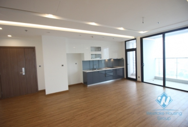Waiting to be furnished four bedrooms apartment in Vinhome Metropolis, Ba Dinh district, Ha Noi