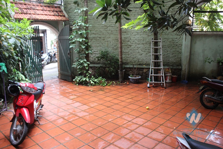 Nice apartment with yard for rent in Bach Dang St.